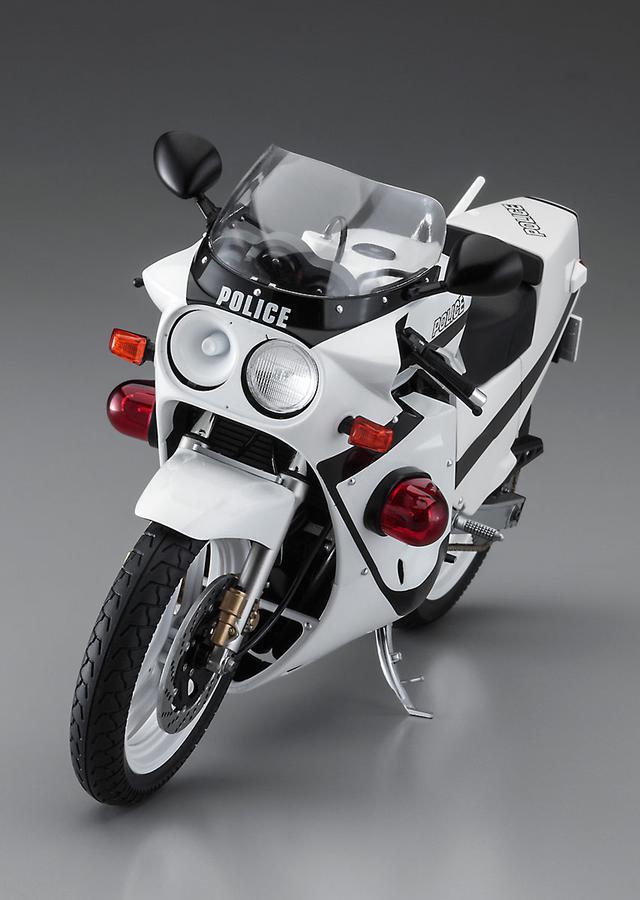 画像1: 【新発売】 アニメ「逮捕しちゃうぞ」の『GSX-R750』がプラモデルに!? 美幸フルチューンの白バイ仕様です!【寝ても覚めてもスズキのバイク!/GSX-R750 プラモデル 編】