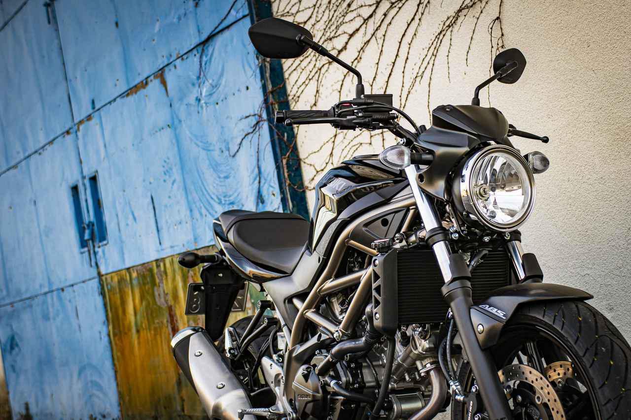 画像1: コーナリングに裏の顔。スズキ『SV650』は優しさの奥に大型バイクの鋭さが潜んでる!? - スズキのバイク!