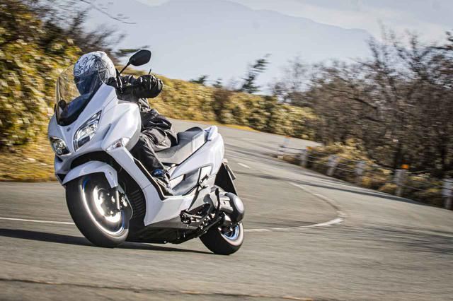 画像: バーグマン400の走りは250ccには真似できない! スクーターも400ccのパワーがあると話が変わってくるらしい…… - スズキのバイク!