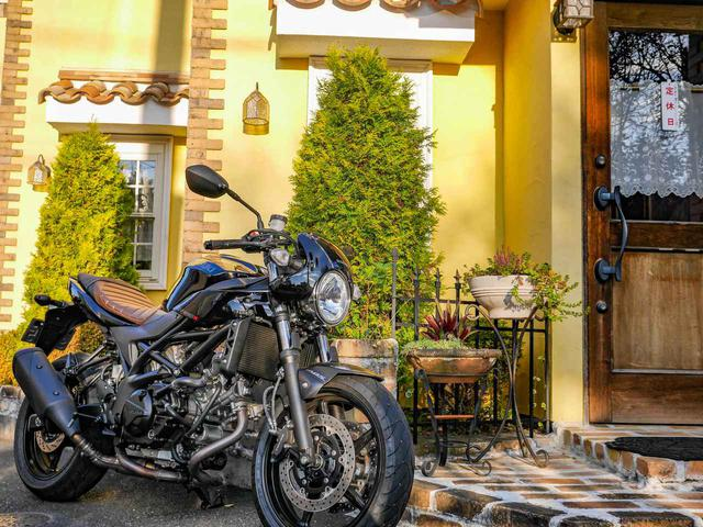 画像: 快適とは言わないけどキツくもない。スズキ『SV650X』が疲れにくい2つのアドバンテージ! - スズキのバイク!