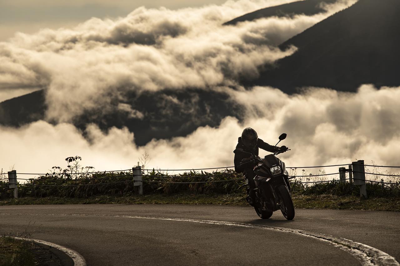 画像: 5000回転以下でゆっくり走ると、スズキ『カタナ』は別の姿が見えてくる - スズキのバイク!