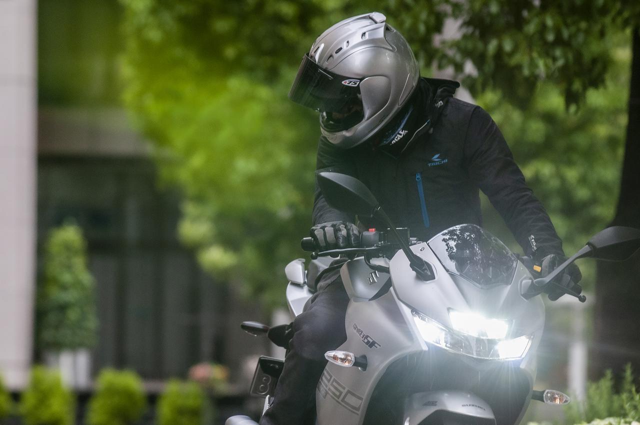 画像: 真夏でも長袖&長ズボンって……バイク乗りの夏は修行か?