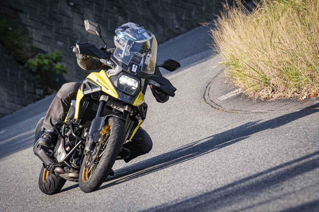 画像: 【まさか】650より32kgも重いのに、1050のほうが動きが軽い!? - スズキのバイク!