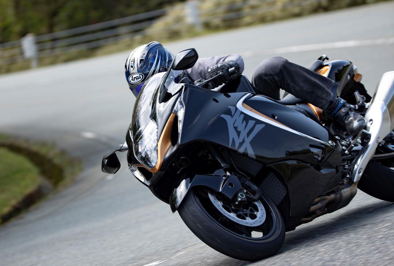 画像: 新型『隼』はコーナリングで大きく進化! 188馬力の大型バイクとは思えない!? - スズキのバイク!
