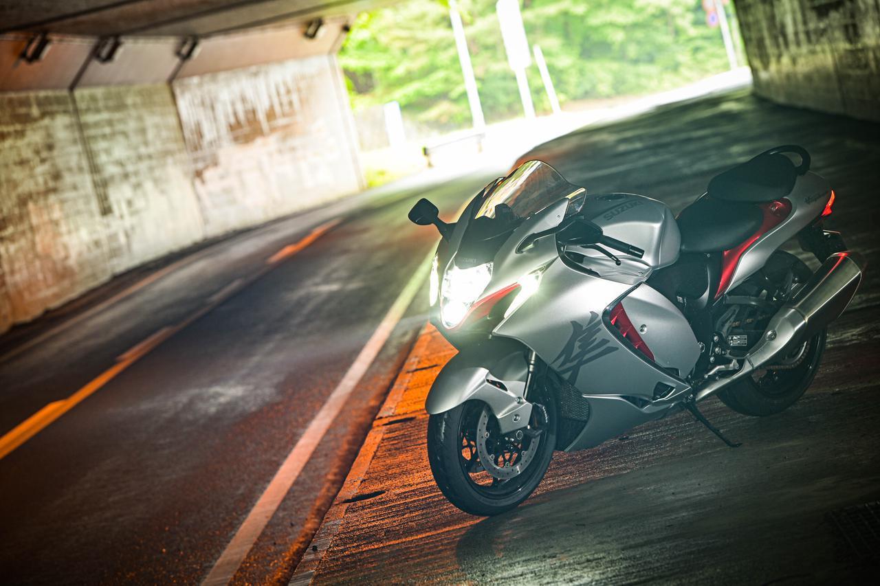 画像1: アルティメットスポーツは『街乗り』でも楽しめる?下道ツーリング好きのライダーが新型『隼(ハヤブサ)』実走検証! - スズキのバイク!