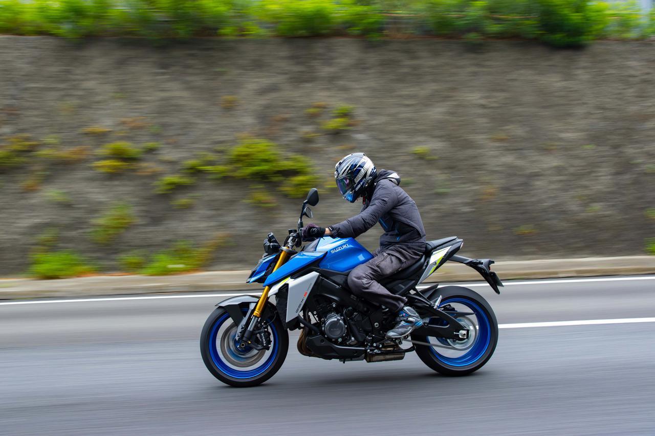 """画像1: 完全に化けた!? 新型『GSX-S1000』は先代モデルと""""違うライン""""で走るバイクだ!【SUZUKI GSX-S1000(2021)/試乗インプレ・レビュー④ まとめ編】"""