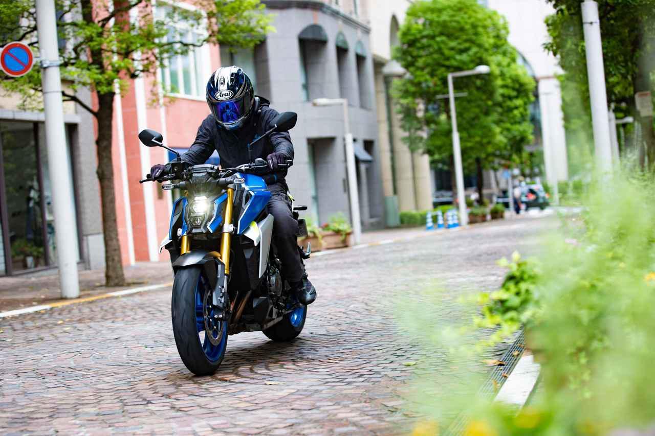 """画像2: 完全に化けた!? 新型『GSX-S1000』は先代モデルと""""違うライン""""で走るバイクだ!【SUZUKI GSX-S1000(2021)/試乗インプレ・レビュー④ まとめ編】"""