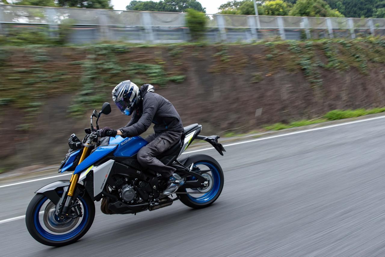 画像1: 新型『GSX-S1000』のパワーを高速道路で解放だっ! と思ったら「ナニコレ快適!?」って別の部分に驚いた - スズキのバイク!