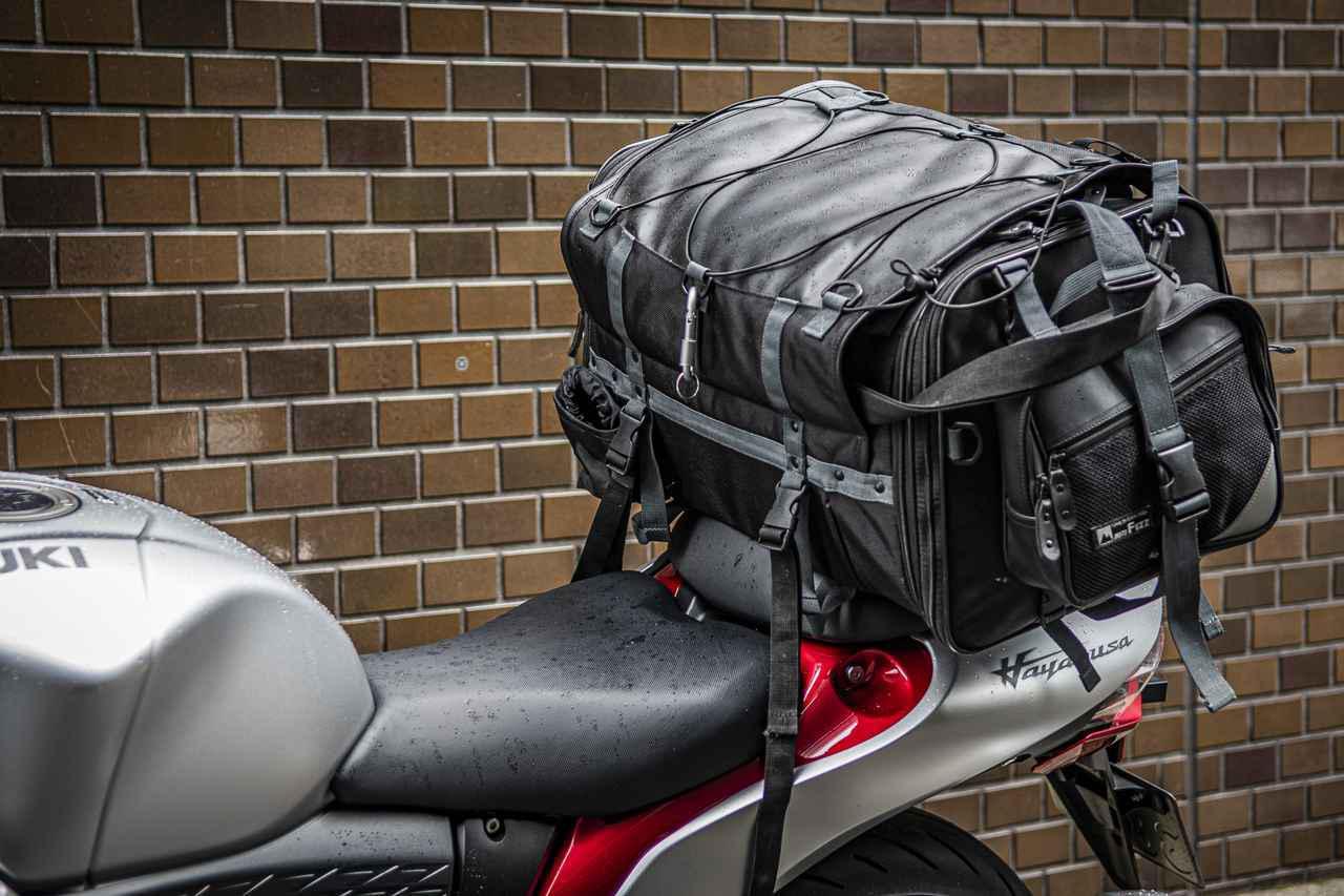 画像1: 【積載テスト】新型『隼(ハヤブサ)』にキャンプできるくらいのデカいバッグ積んでみた! - スズキのバイク!