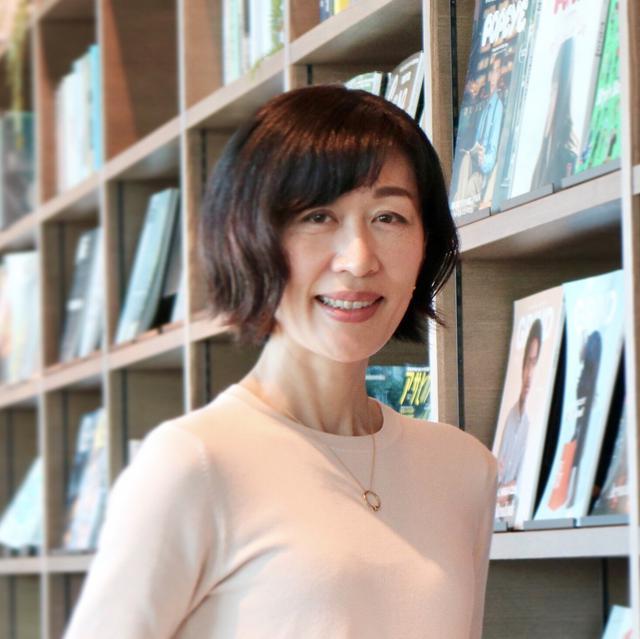 画像: 岩辺いずみ(字幕翻訳家)プロフィール 女性誌のライターを経て、2002年より英語、フランス語の作品を中心に映画やドラマの字幕の仕事を始める。 代表作:「シラノ・ド・ベルジュラック」「ロミオとジュリエット」「娘は戦場で生まれた」「冬時間のパリ」「バトル・オブ・ザ・セクシーズ」「セバスチャン・サルガド/地球へのラブレター」、ドラマ「ビリオンズ」「POSE」他。