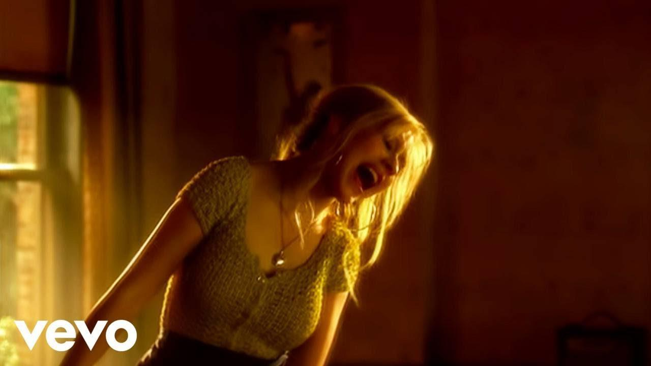 画像: Christina Aguilera - Something's Got a Hold On Me (Burlesque) (Official Video) youtu.be