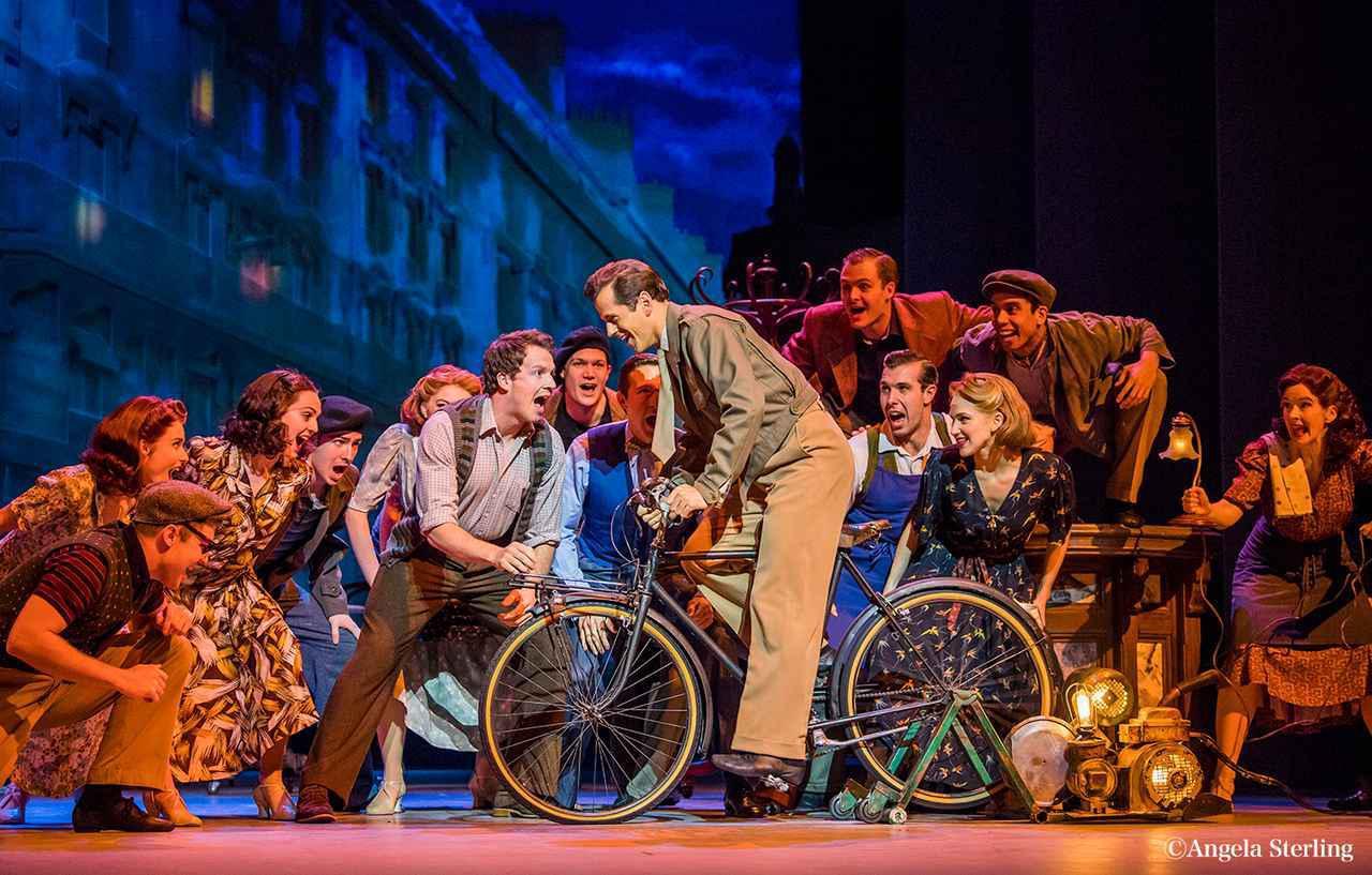 画像: 『キンキーブーツ』の制作陣が贈る名作恋愛ミュージカル『パリのアメリカ人』が東劇をジャック!?【新・看板設置】 - 松竹ブロードウェイシネマ