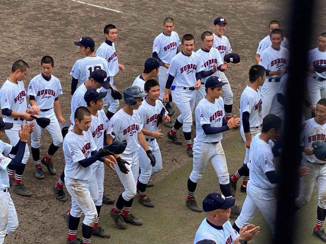 画像: サヨナラ勝ちを飾って、笑顔で引き上げる駿河総合の選手たち