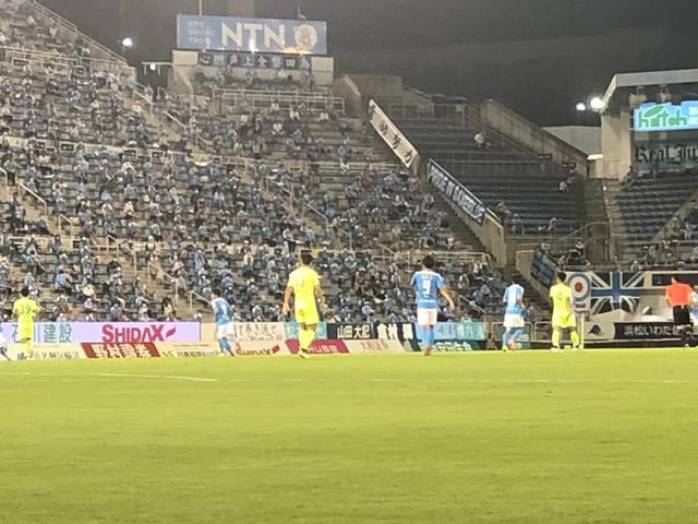 画像: 日中の暑さが残る中、プレーした磐田と千葉の選手たち