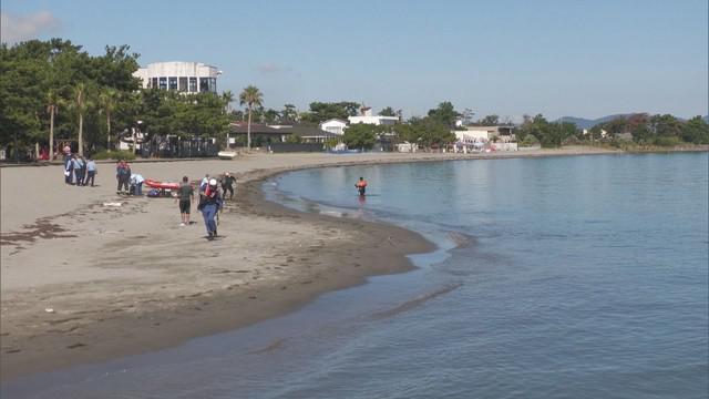 画像: モリで魚捕り中に溺れて行方不明の男性 海水浴場付近で沈んで見つかるも死亡が確認される 静岡・湖西市