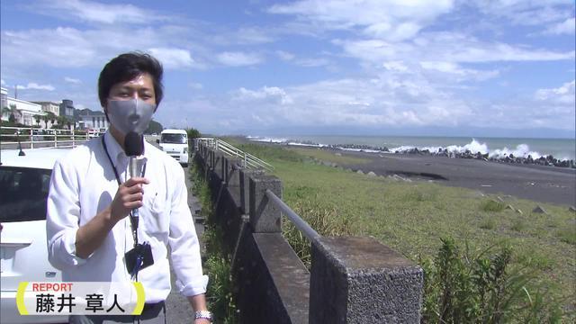 画像: 静岡市の海岸では、6日正午過ぎの時点で高波が見られた。
