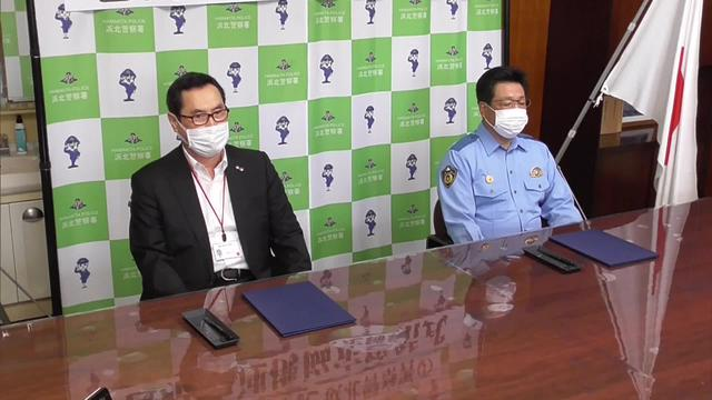 画像: 防犯活動での協定を発表した浜松赤十字病院と浜北警察署の関係者