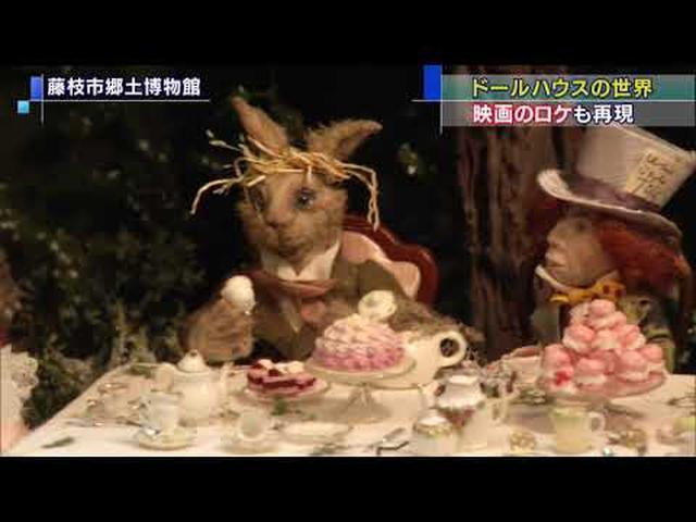 画像: 映画「雨に唄えば」のロケを再現した作品も…人形が住む小さな家「ドールハウス展」 静岡・藤枝市 youtu.be