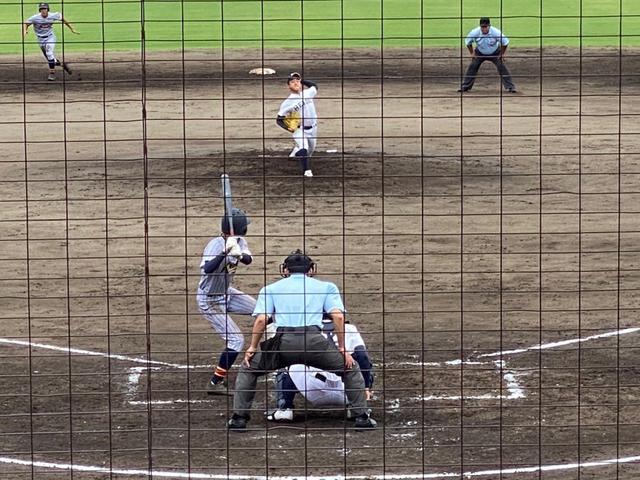 画像: 力強いフォームで打者に向かう藤枝明誠のエース小林輝