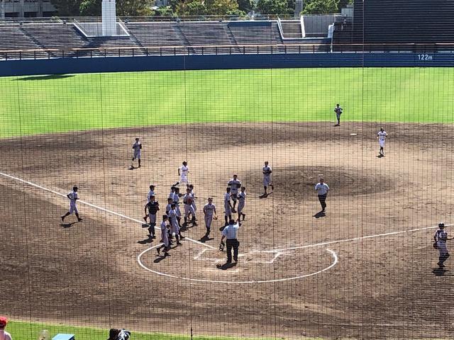 画像: 勝利に歓喜する加藤学園ナイン