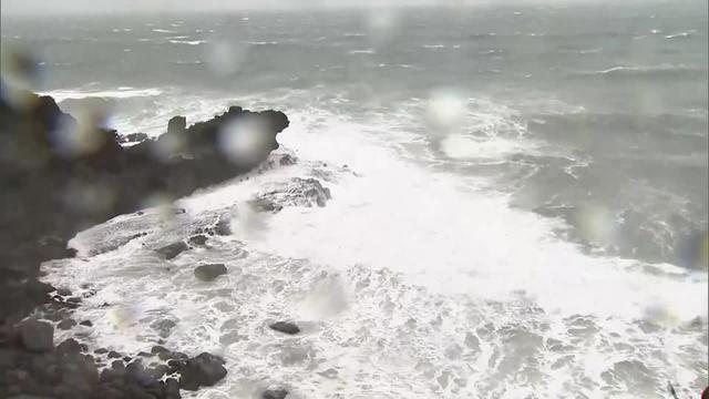 画像: 台風14号の影響で荒れた静岡県内の海