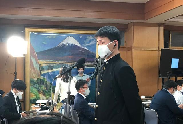 画像: ドラフト会議前、緊張する静岡商の高田琢登投手