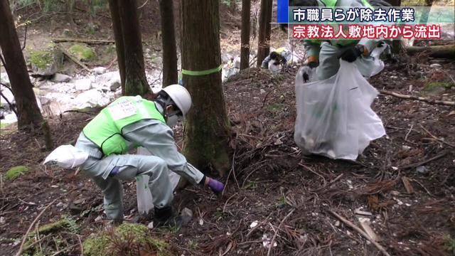 画像: 土砂流出問題で市の職員が除去作業 youtu.be