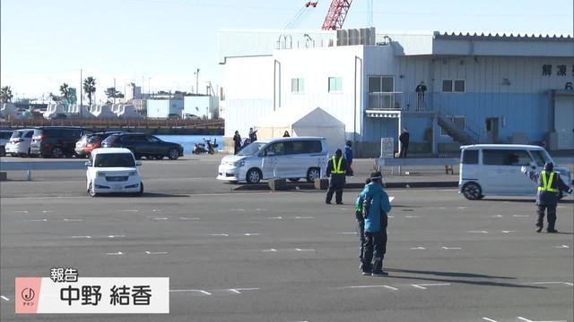 画像: 新成人が乗車した車が集まる焼津港