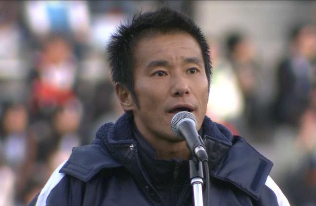 画像: 2009年11月29日、J1広島との試合後、磐田退団のあいさつをする中山雅史