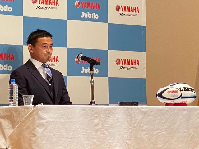 画像: 昨年12月16日、会見で今季限りでの引退を報告したヤマハ発動機FB五郎丸歩