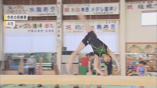 画像: 平均台で演技する芦川うらら