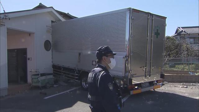 画像1: 子どもの泣き声響く…保育園にトラックが突っ込む 静岡市清水区