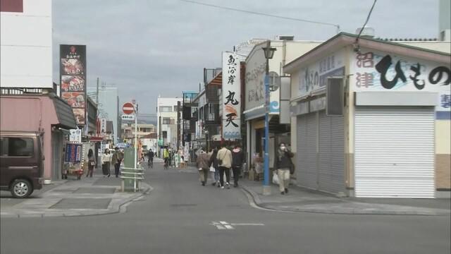 画像: 県外からの観光客が多い沼津港