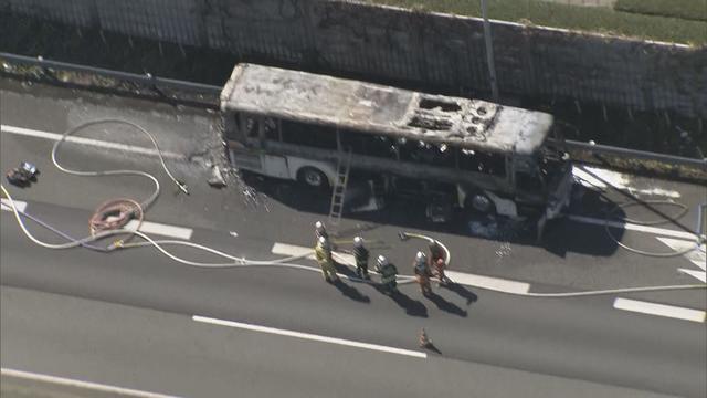 画像: 焼けたバス