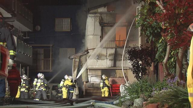 画像: 静岡市駿河区で住宅全焼 3人を病院に搬送…全員軽症