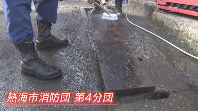 画像1: 土石流に直撃されて土砂に埋もれた消防団詰め所で見つかったのは…『石がめり込んだ』看板  静岡・熱海市