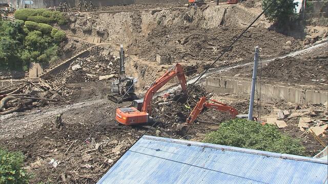 画像: 土石流発生3週間 新たに1人の死亡を確認、死者20人・行方不明者8人に 捜索を人海戦術から重機中心に変更 静岡・熱海市