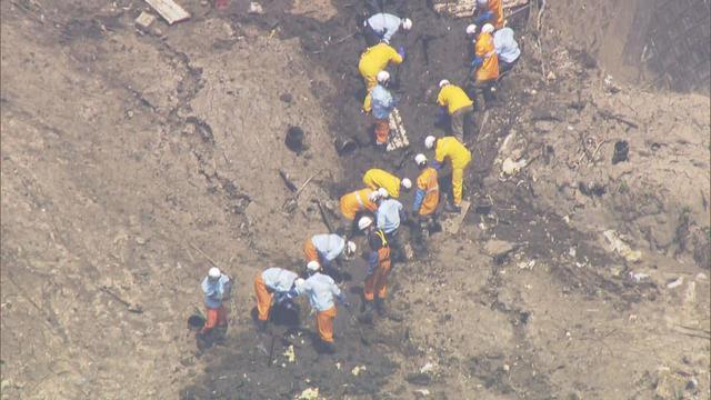 画像: 土石流災害現場での捜索活動