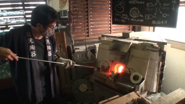 画像: 窯も手作り!工房の室温は40℃以上!