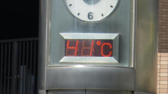 画像: 浜松市街地の気温計(8月に撮影)