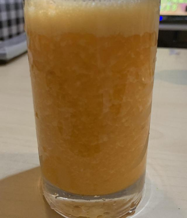 画像: ビールではありません。レモン入れすぎると酸っぱいです