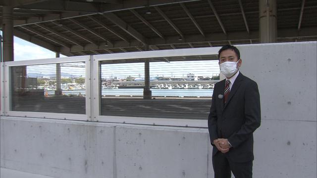 画像: 静岡市の用宗漁港にある透明なアクリル板を使った防潮堤 県内には焼津と用宗のみ