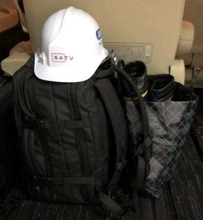 画像: ヘルメットに、長靴、そして黒いリュックは2泊できるように荷物を入れています。