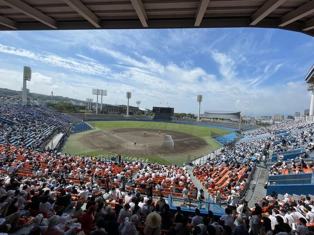 画像: 一般客も入れるようになった今年の草薙球場