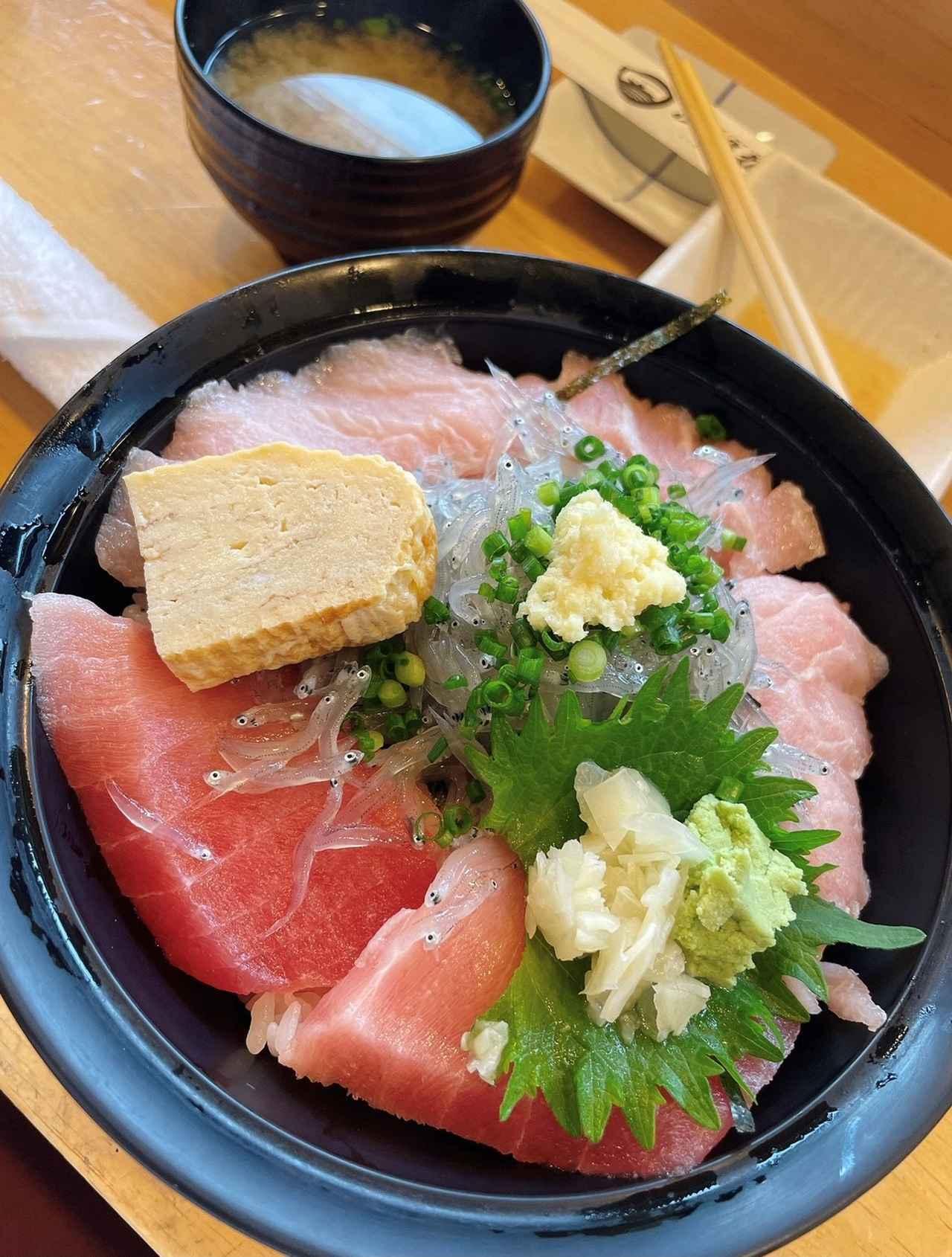 画像: 由比の海鮮丼。由比といえば、しらすも外せませんね!
