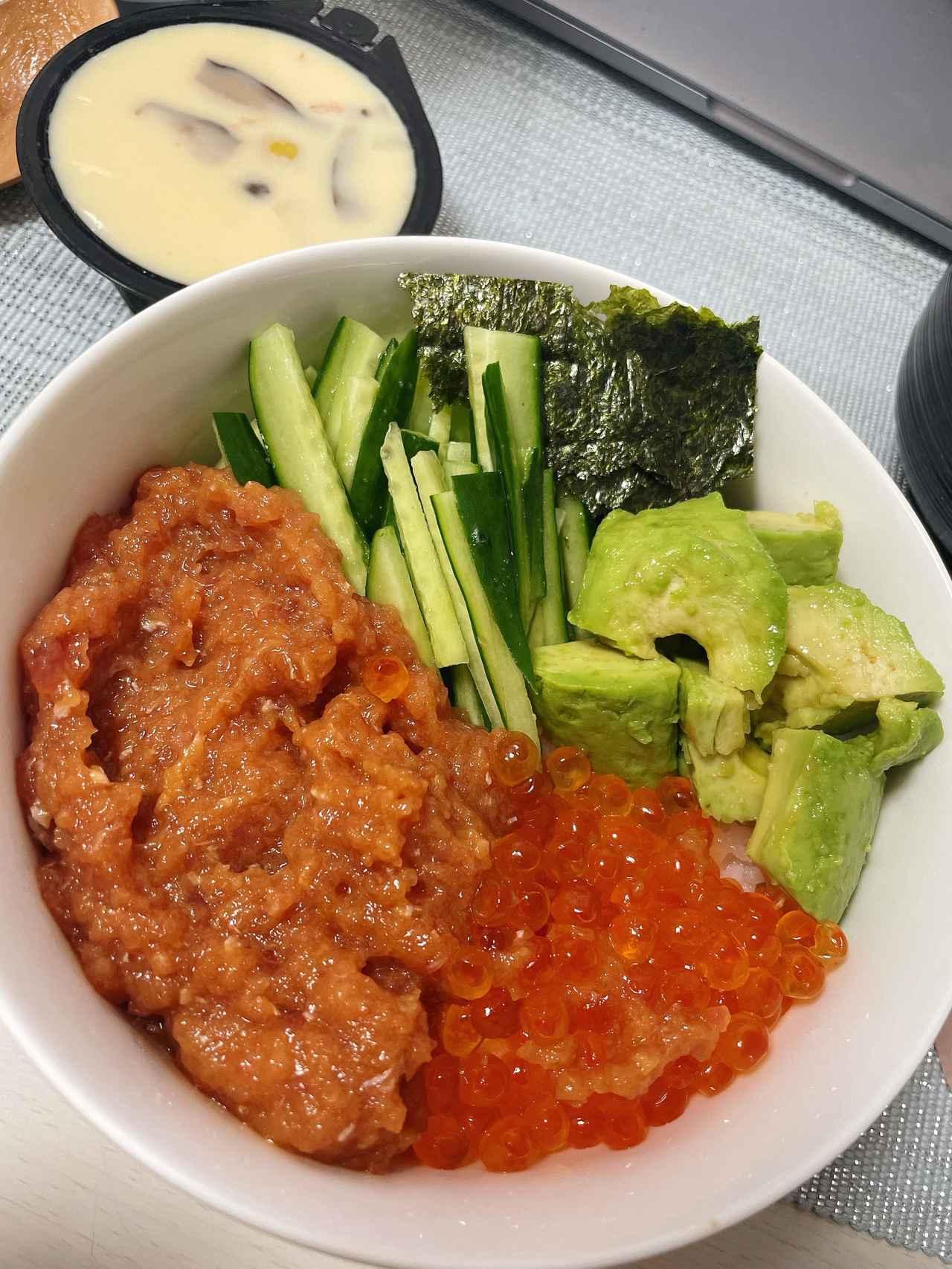 画像: 番外編2。家でも海鮮丼を作ります!これは昨日の夜ごはんです(笑) アボカドもよく合います。