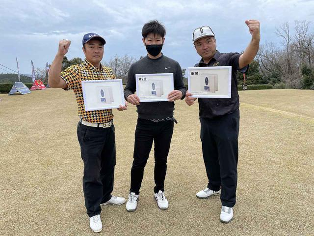 画像: シニア(50+)第2位 坂中選手(左)、オープン第2位 村上選手(中)、オープン、シニア 全優勝の酉川選手(右)