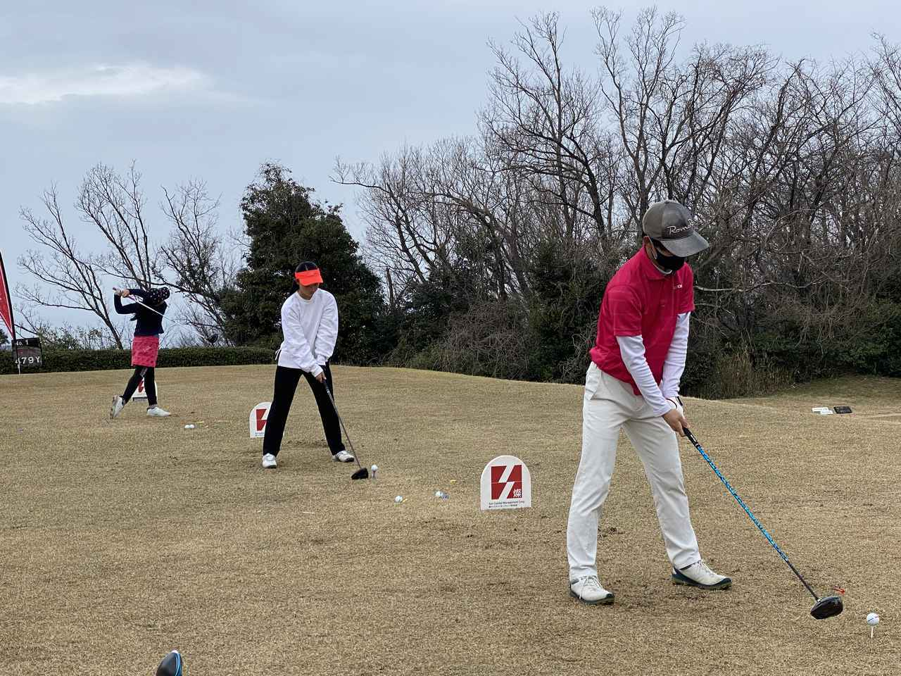 画像: 大会の合間には、鳥取CC役員 津村プロにレッスンを受けるジュニアゴルファーによるエキシビジョンを実施