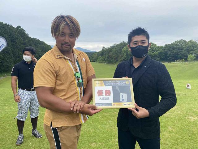 画像: 最終予選優勝 オープン 豊田選手 ポージング受賞