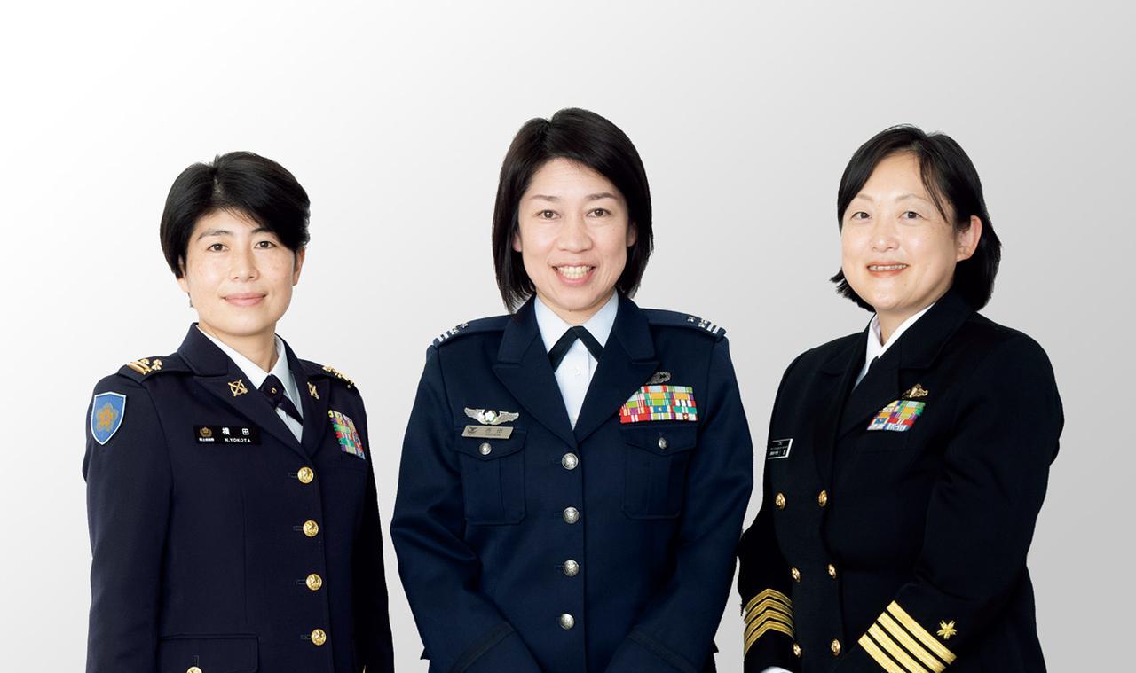 画像: 左より、横田紀子1等陸佐、吉田ゆかり1等空佐、小野小百合1等海佐
